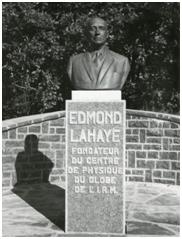 Standbeeld van Edmond Lahaye, stichter van het Geofysisch Centrum van het Koninklijk Meteorologisch Instituut te Dourbes.